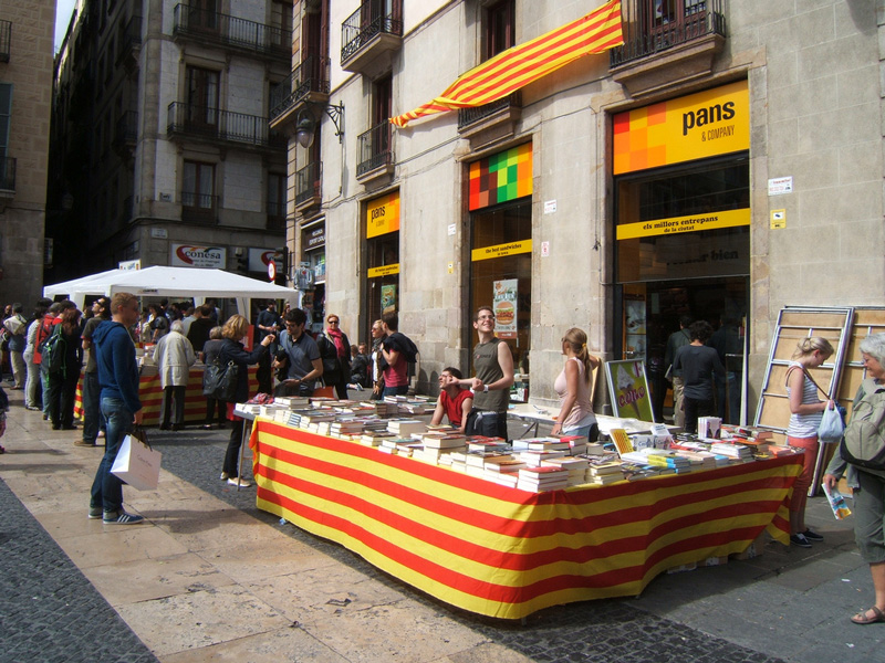 Sant Jordi - book and flower exchange in Barcelona stall - Sant Jordi Localisation